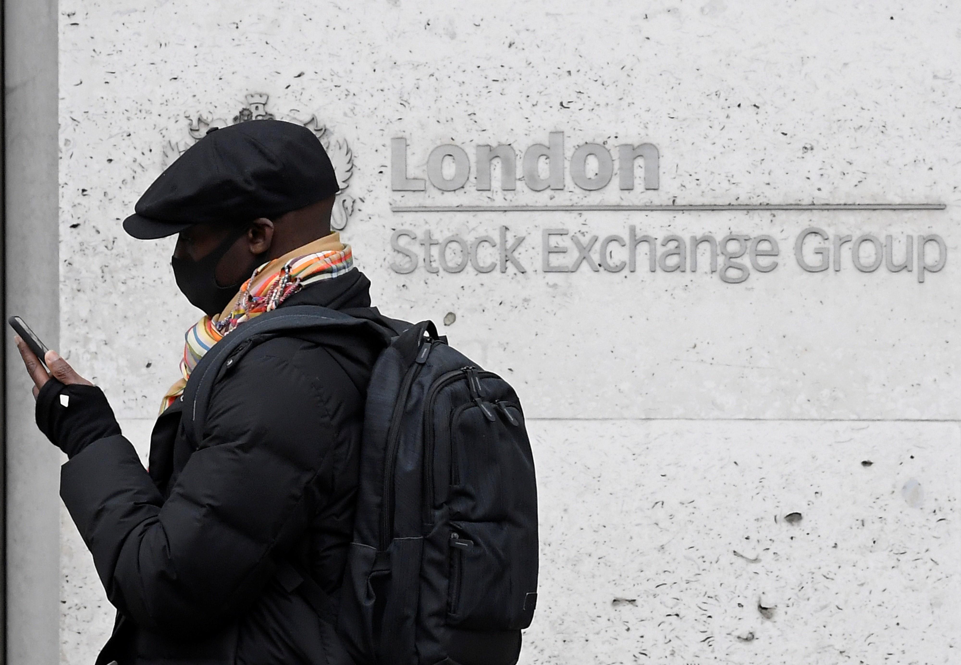 Bolsas da Europa fecham em queda, com investidores receosos sobre a pandemia