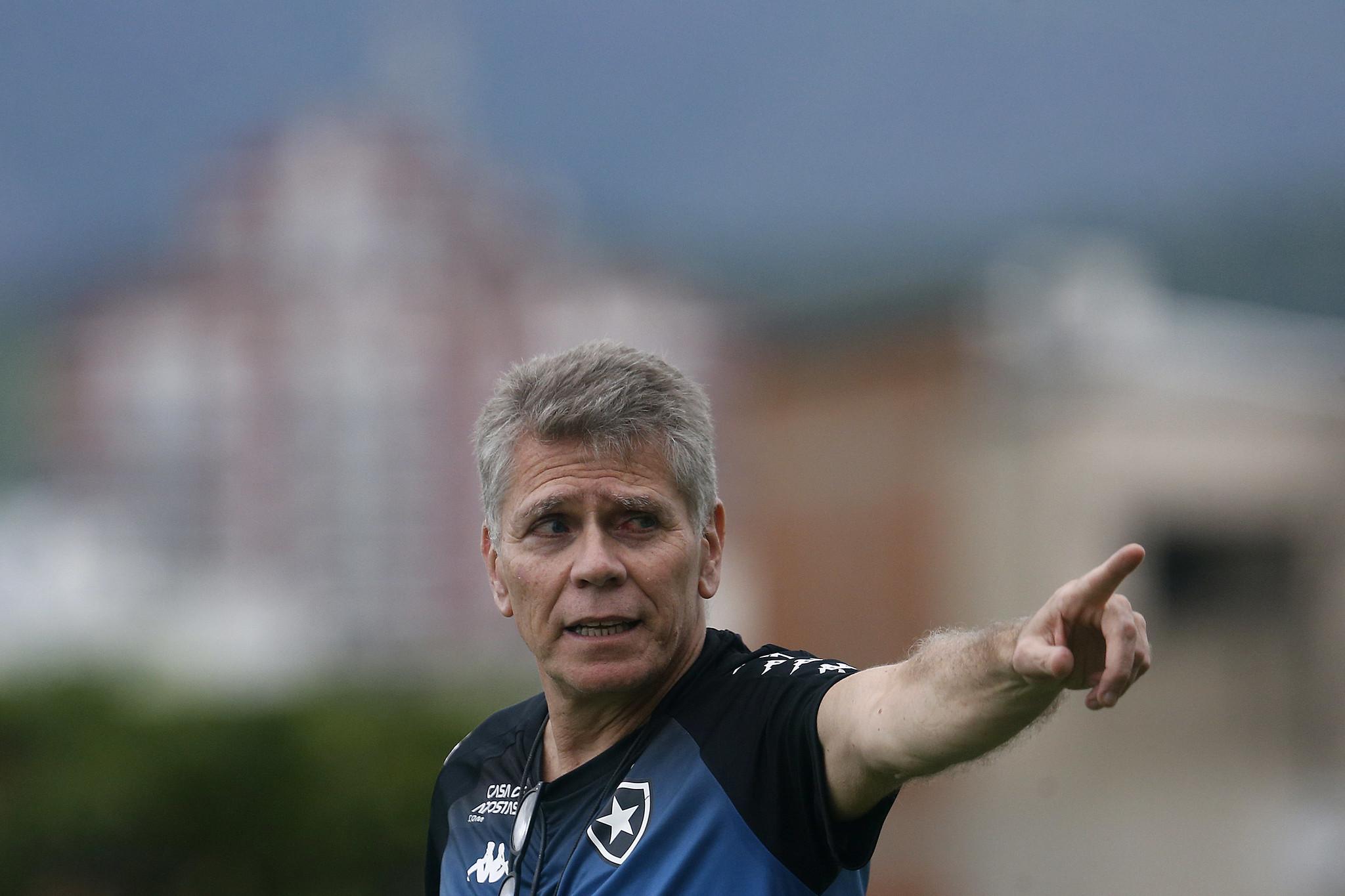 Santos reencontra Paulo Autuori quase um ano depois de saída conturbada
