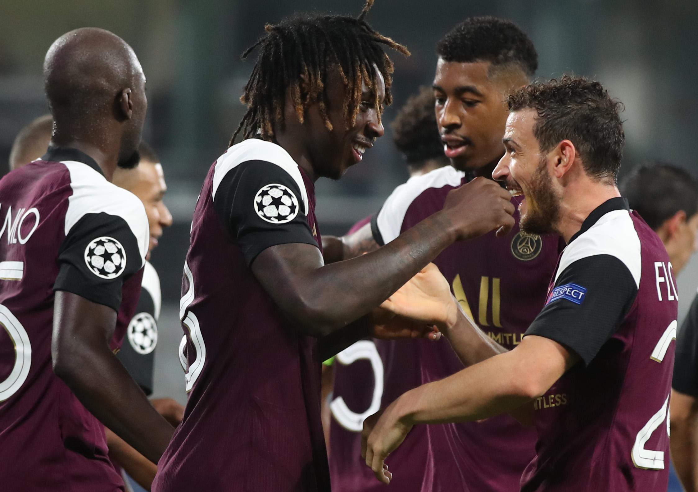 Neymar sai machucado, mas PSG derrota Basaksehir pela Liga dos Campeões
