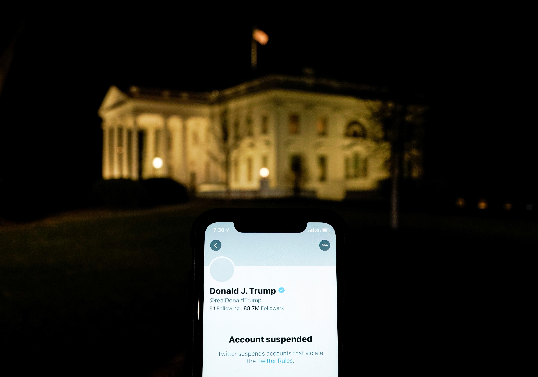 Como as redes sociais bloquearam Trump e por que isso gerou um grande debate sobre liberdade de expressão