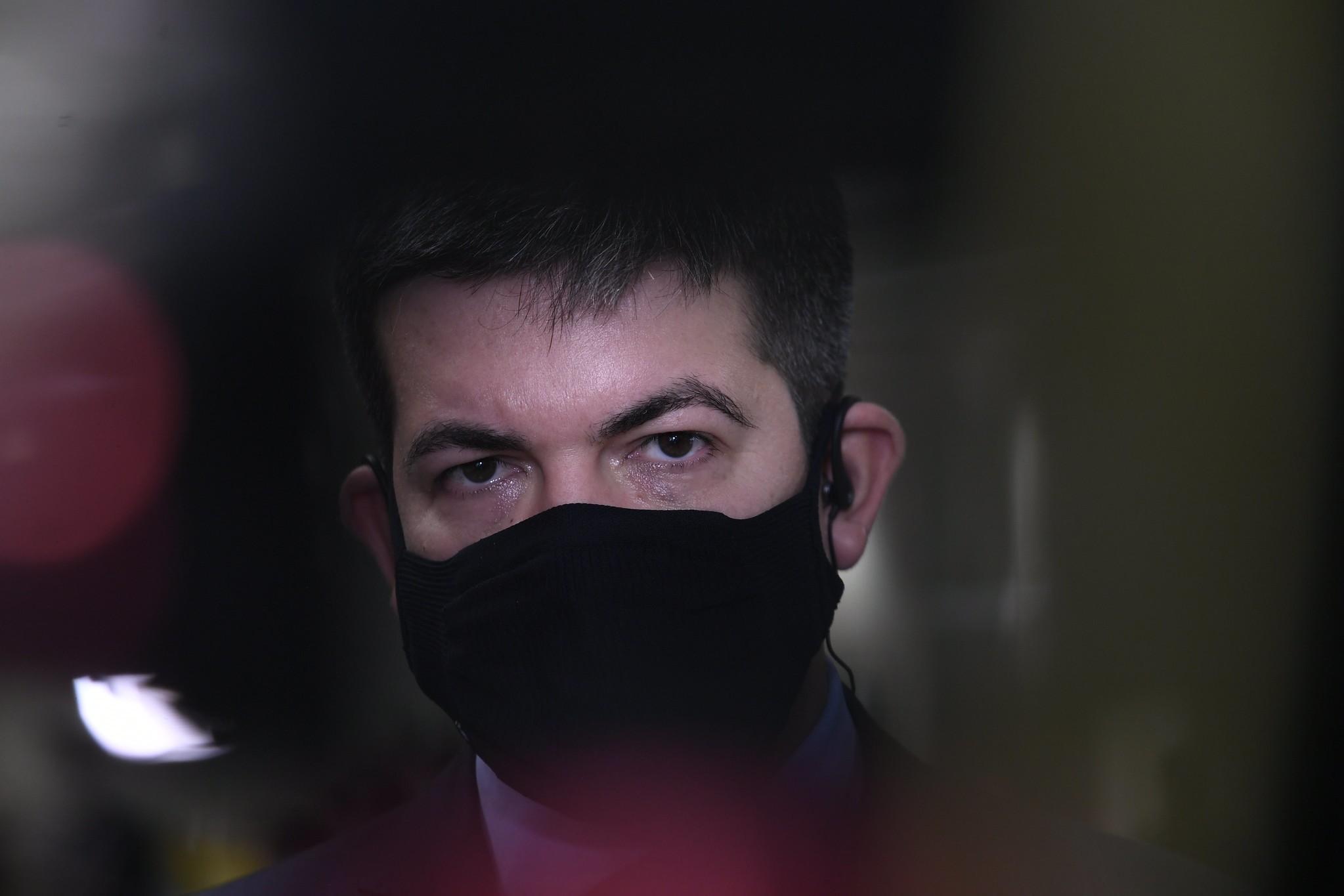 """[Tráfico de influência] é o menor dos crimes"" de Pazuello, diz Randolfe Rodrigues"