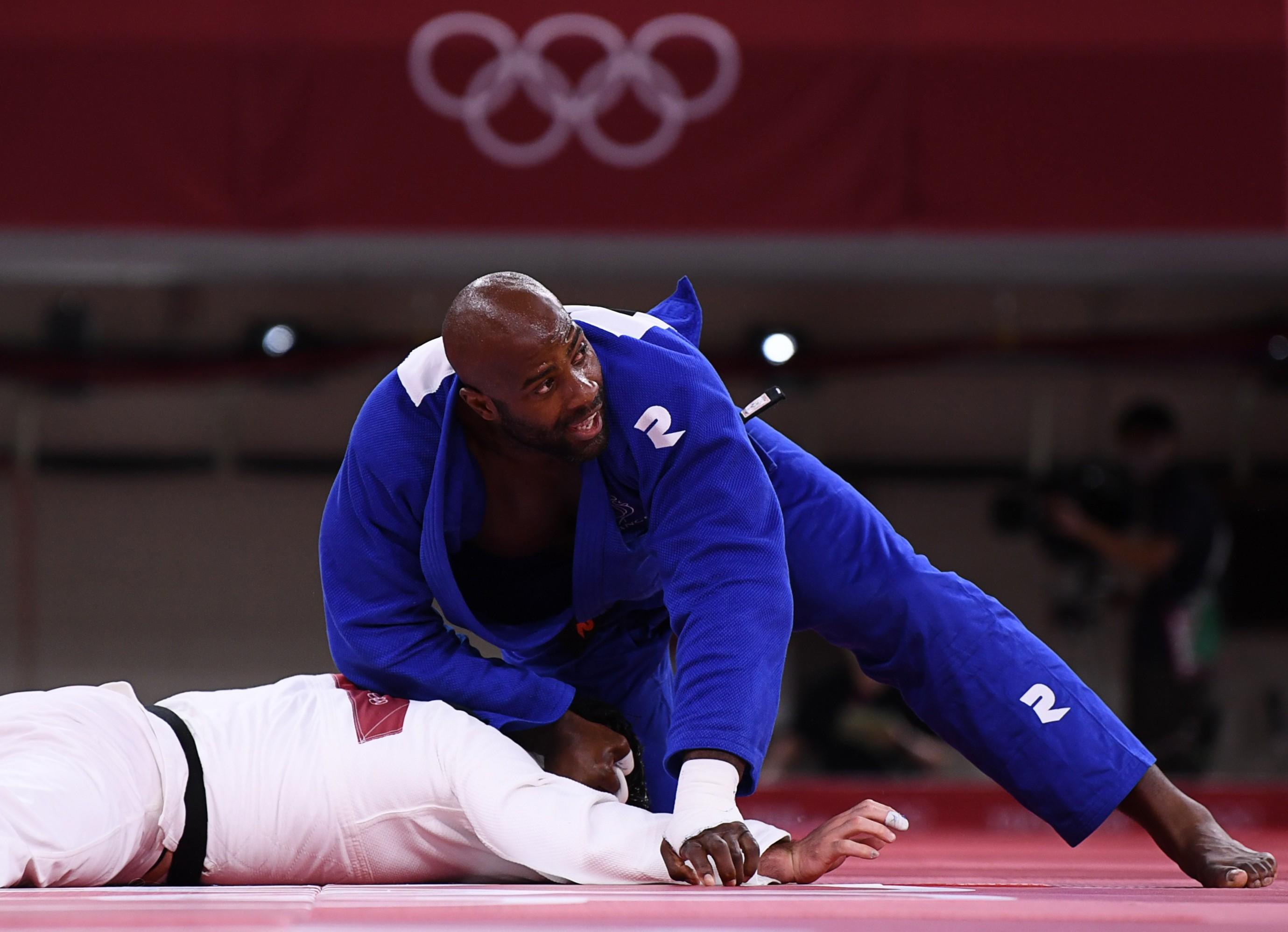 Japão sofre primeira derrota no judô por equipes e França leva o ouro