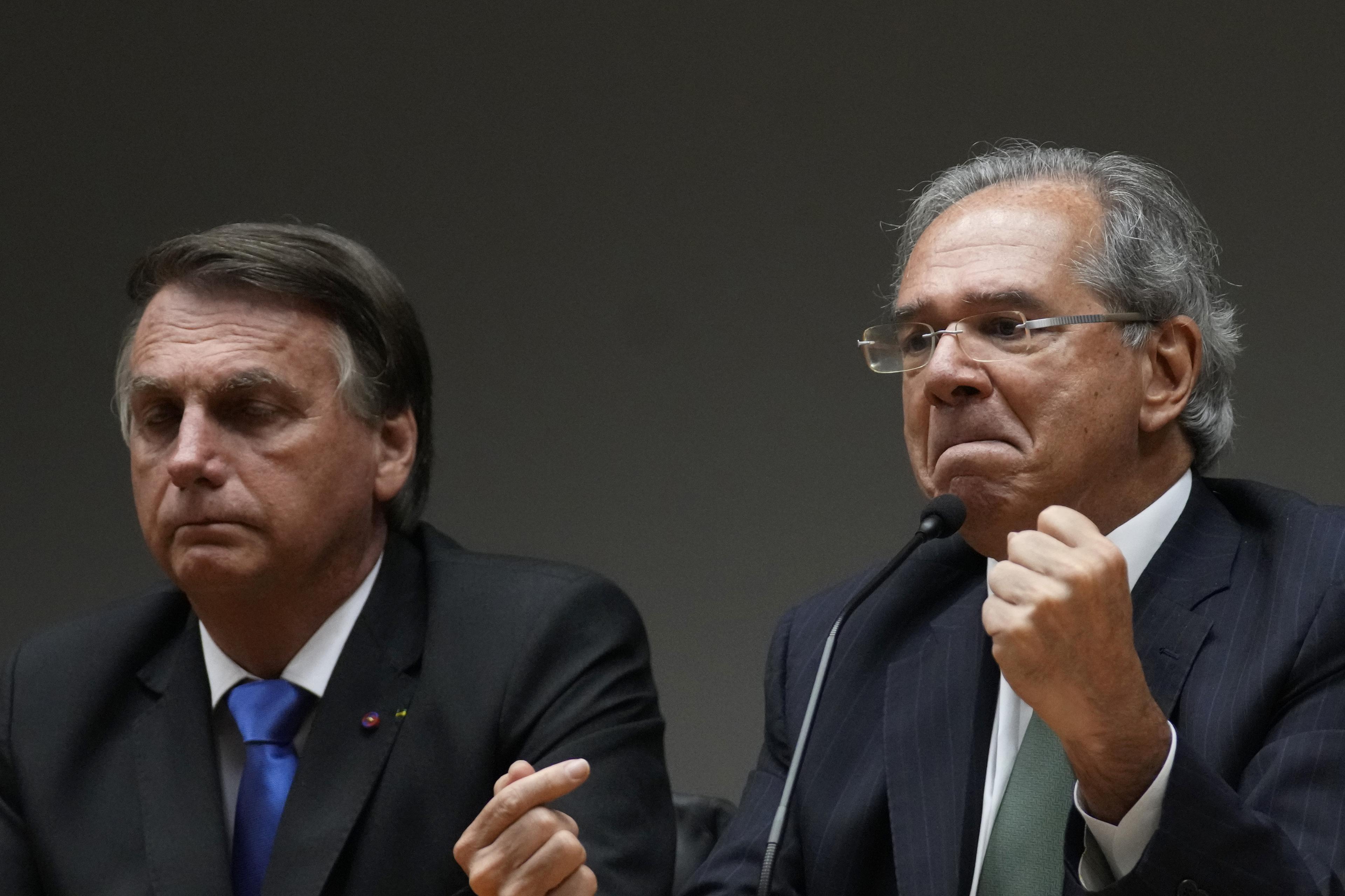 """Bastou Bolsonaro falar em privatização da Petrobras para ações terem alta, ironiza Guedes: """"Negócio sobe 6% de repente"""""""