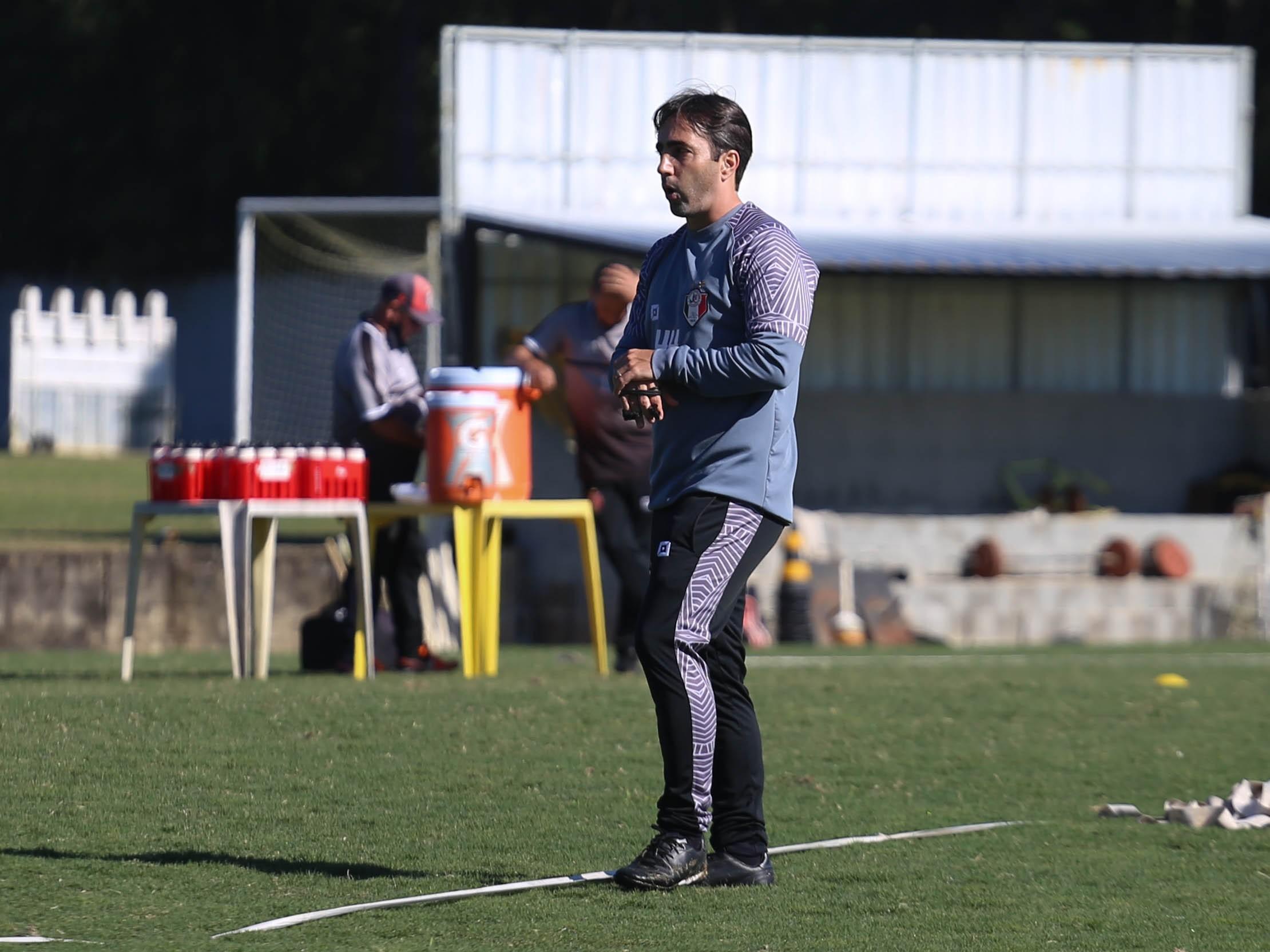 Após despedida do Joinville, Leandro Zago ganha força para treinar Botafogo-SP em 2022